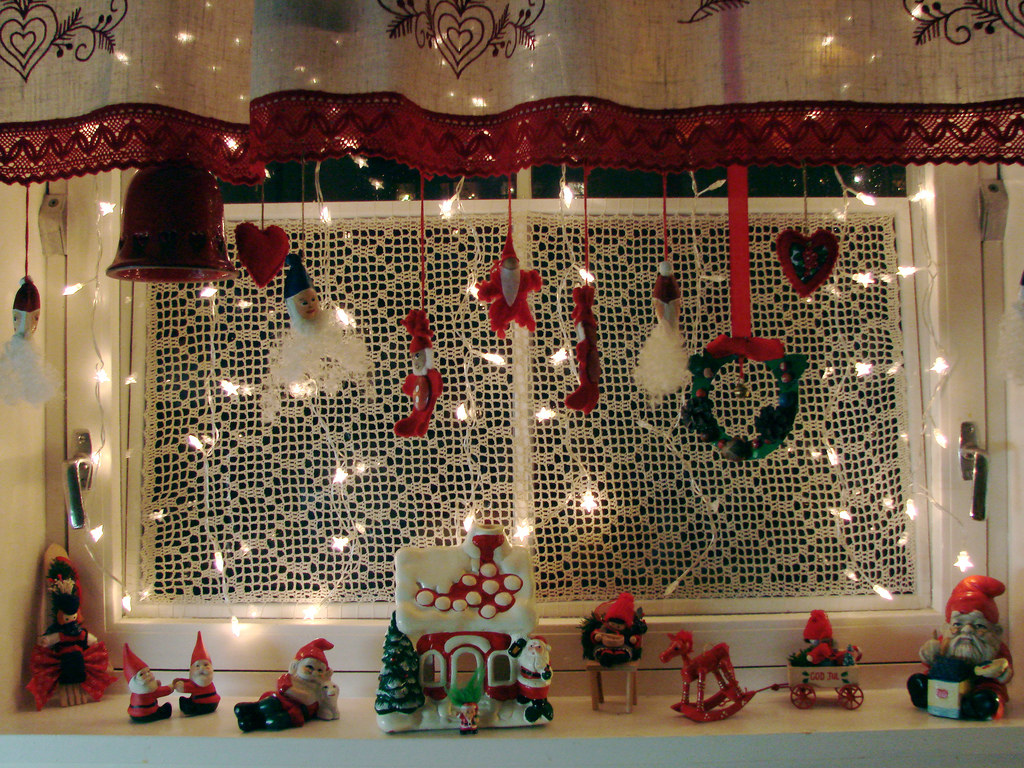 Christmas kitchen window southwestdesertlover for A christmas decoration