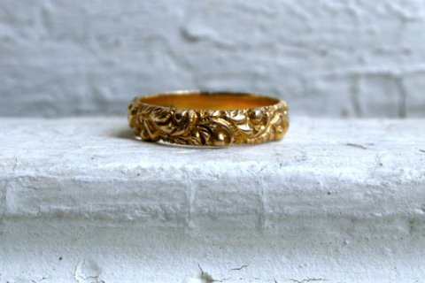 Wonderful Antique 14K Yellow Gold Engraved Wedding Band.