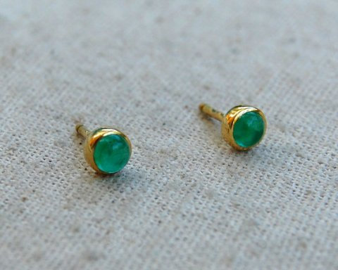 Vintage 18k Yellow Gold Round Cabochon Emerald Earrings- stud style