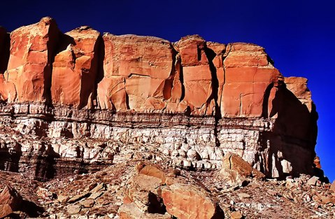 Cliff House Formation over Menefee Sandstone at Chaco Canyon