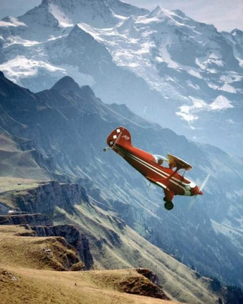 Pitts S1S Flying over the High Sierra Nevada Mountains