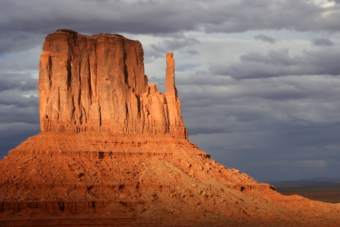 Monument_Valley_Sunset_Thunderstorm
