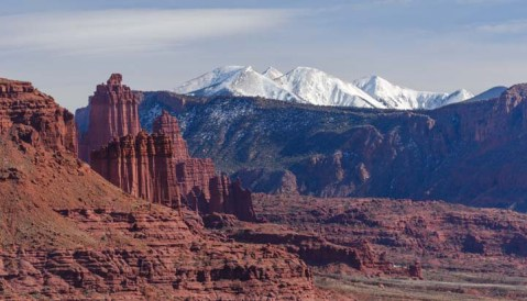 03-721-red-rocks-and-snow-capped-mountains-moab-utah