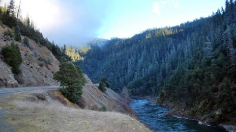 highway-96-along-the-klamath-river-in-northern-california_photo-by-matt-baun_usfws