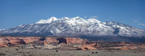 02-800-Moab-Utah-La-Sal-Mountains-and-red-rocks