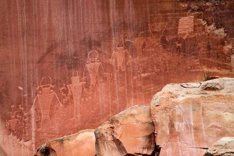 horseshoe-canyon-petroglyphs